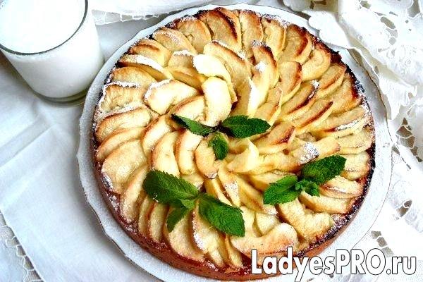 Англійська яблучний пиріг