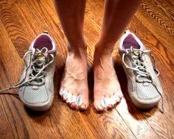 Діагноз по туфлям. Про що може розповісти взуття?