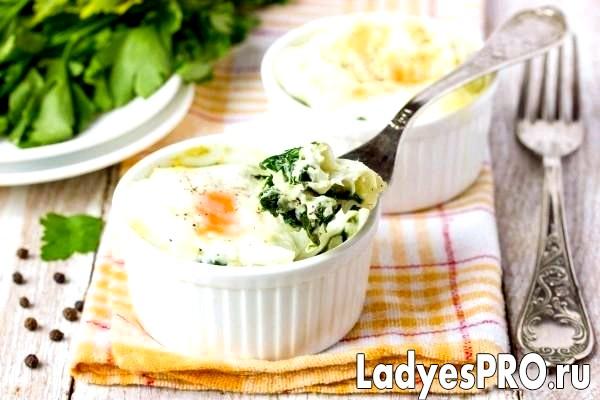 Яйця, запечені зі шпинатом