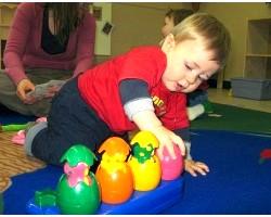 Як навчити дитину грати самостійно