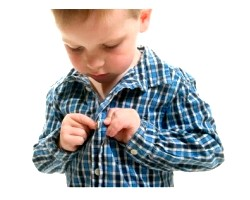 Як навчити дитину одягатися самостійно?