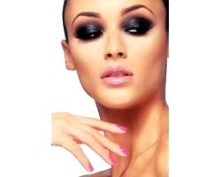 Як візуально зменшити ніс за допомогою макіяжу