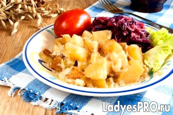 Картопля з цибулею і сметаною