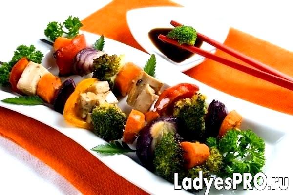 Строкатий шашличок з овочів з тофу