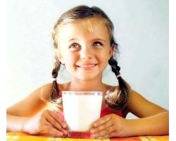 Корисні властивості молока в раціоні харчування школяра