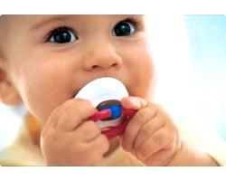 Користь і шкода використання соски у новонароджених