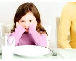 Дитина відмовляється їсти протягом дня