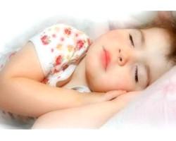Дитина скрипить зубами уві сні, в чому причина