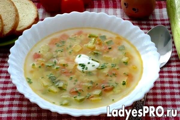Суп з картоплею і кабачками