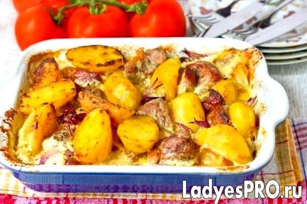 Свинина з картоплею і цибулею