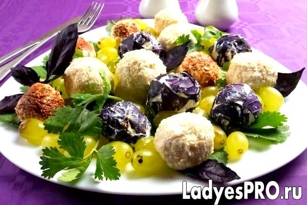 Сирні кульки з виноградом