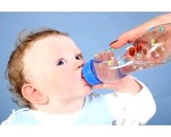 Вода для маленької дитини