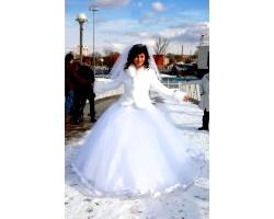 Зимове просте весільну сукню